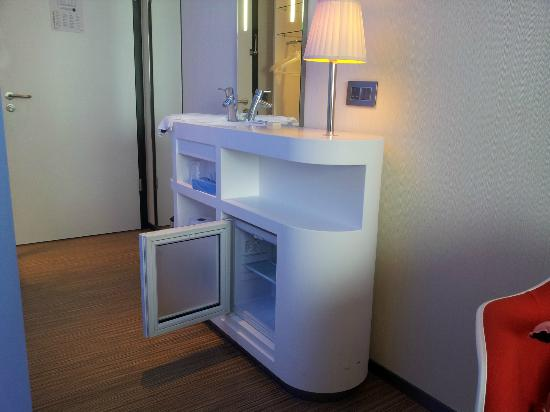 bedroom sink and small fridge - Picture of citizenM London Bankside ...