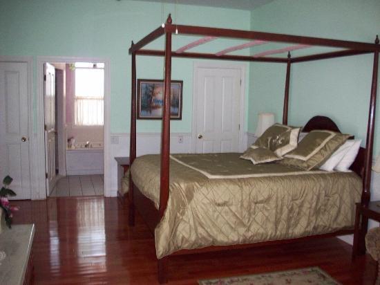 Country Chalet Inn: Plantation Room