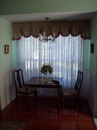 Country Chalet Inn: Plantation Room