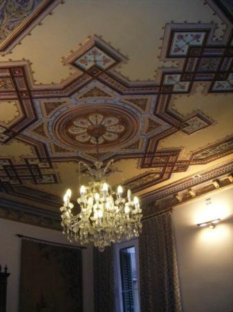 AinB Avino: ceiling