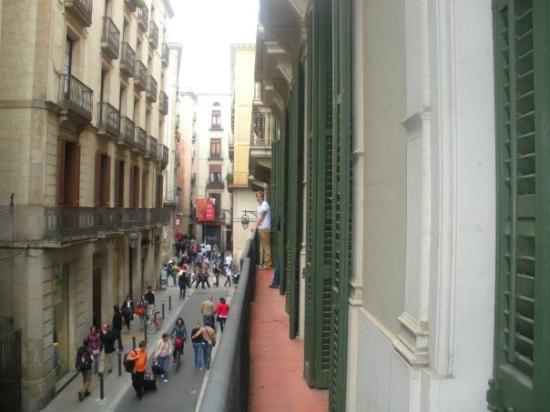 AinB Avino: Balcony