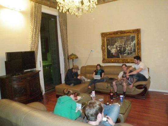 AinB Avino: Main room