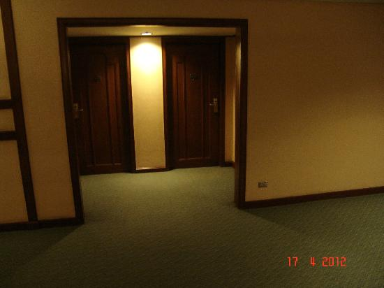 Discovery Suites: ENTRANCE TO ROOM