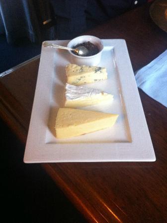 مالرلاج لودج: A selection of local cheese 