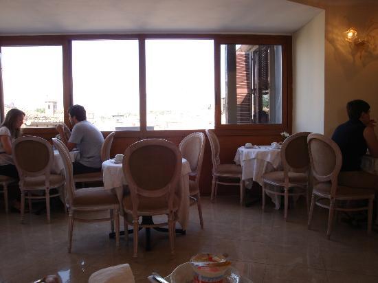 Hotel Genio: La zona de desayuno