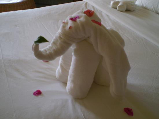 LUX* Grand Gaube: Towel Origami