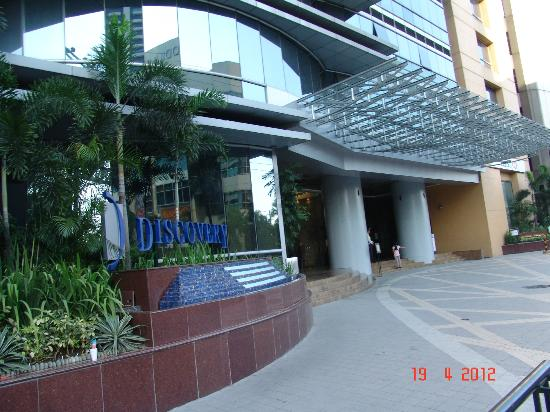 Discovery Suites Manila, Philippines: DISCOVERY ENTRANCE