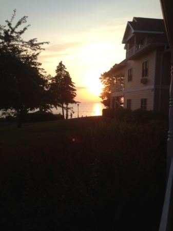 Westwood Shores Waterfront Resort: sunset from the patio