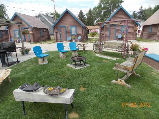 Blue Gables Motel: Fire pit area