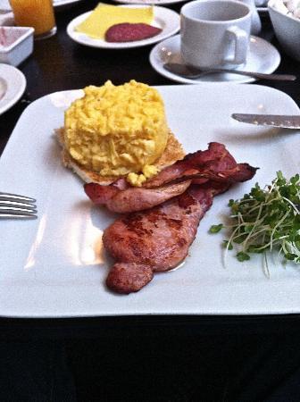 Hotel Isaacs Cork: Classy scrambled eggs