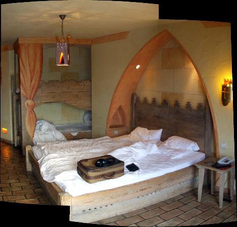 "Hotel ""Castillo Alcazar"" Europa-Park: La chambre côté couloir"