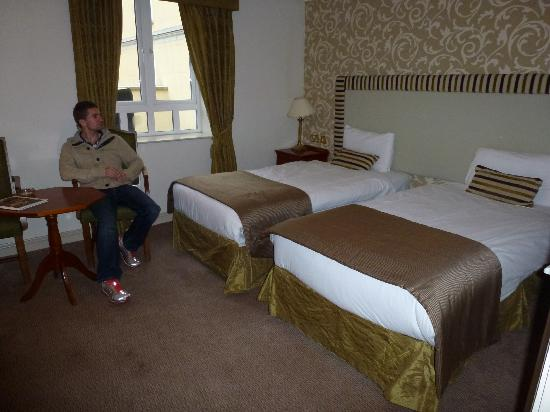 Bracken Court Hotel: 2nd floor room