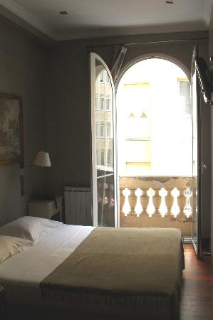 Hotel Berlioz : Openslaande deuren naar 'balkon'