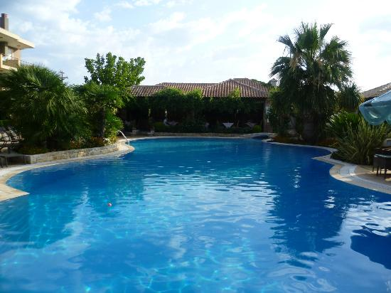 Achtis Hotel: the pool overlooking the bar