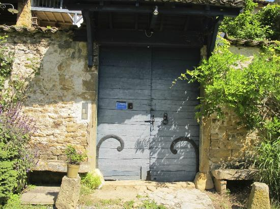 Ferme de la Vallee d'Arche: You will knock on the door here to announce your arrival