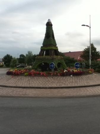 Campanile Dunkerque Sud - Loon Plage : the pretty roundabout at the entrance