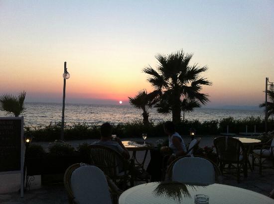 Ladies Beach Hotel: irish pub & cafe