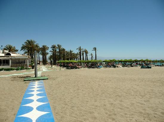 Bajondillo Apartments : la plage