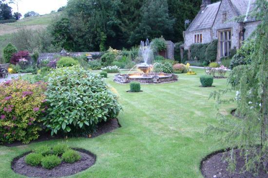 Cressbrook Hall: Garden