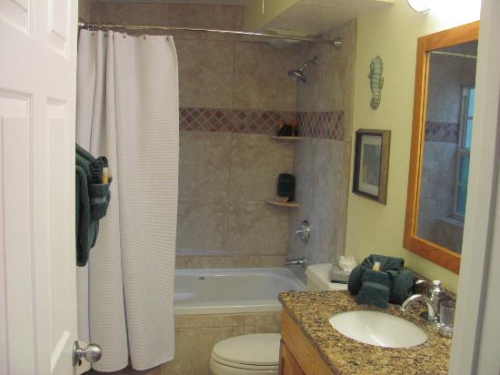 Siesta Key Inn: bathroom