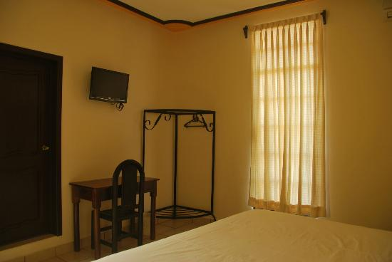 Hotel Central: LCD Television, work space, air conditioned, internet wi-fi...