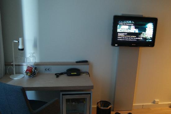 Thon Hotel Lofoten: Der Fernseher mit Willkommensgruß