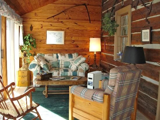 Bed & Breakfast at Mountain Valley Farm: Sun Porch