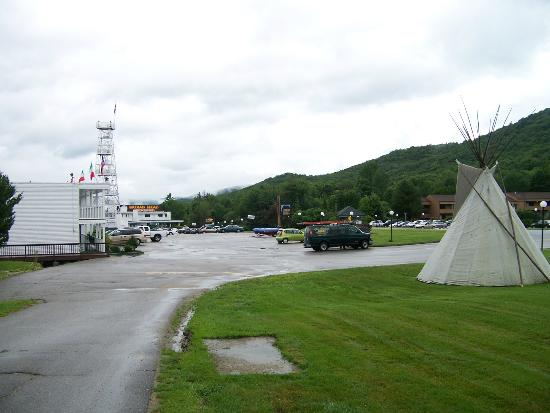 Indian Head Resort: Overview of the Resort Entrance and Main area.