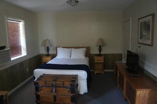 Reynolds Hotel : Cool, pleasant bedroom