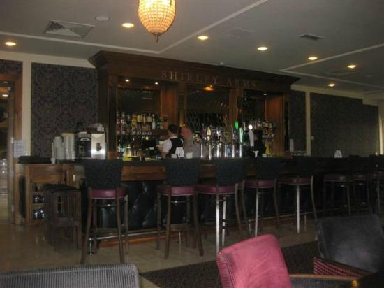 Shirley Arms Hotel: Bar & dining area