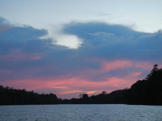 Barefoot Sukau Lodge: Sunset on River Kinabatangan