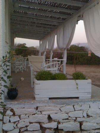 Sunset Deseo : tavolini d'appoggio fuori dalle stanze