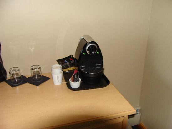 Heather Mountain Lodge: Suite with an espresso maker with good coffee.