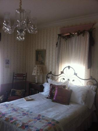 Bundling Board Inn: Mildred Deslippe room on first floor