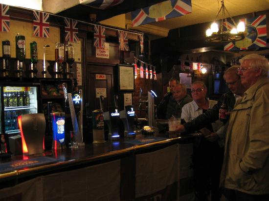 Burton Arms Hotel : The Pub