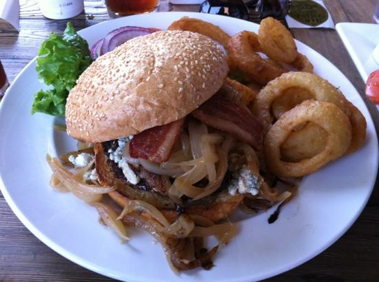 Brewster's Bar & Grill: my black and blue burger