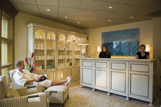 Portola Hotel & Spa at Monterey Bay: Spa on the Plaza