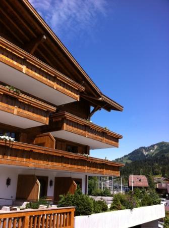 Hotel des Alpes by Bruno Kernen: aussen Ansicht