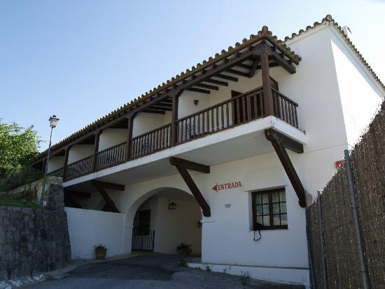 Hotel Las Truchas: Voorkant hotel.