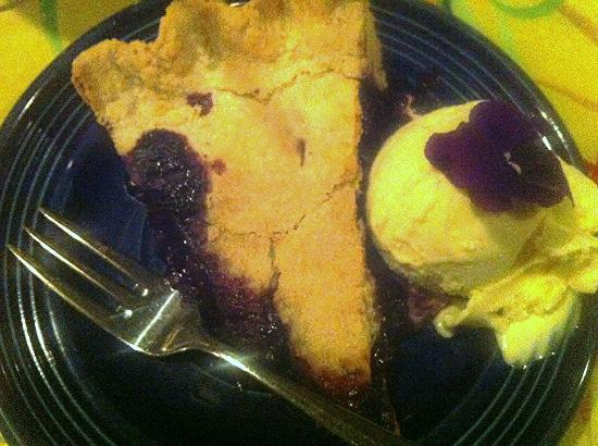 Slates Restaurant & Bakery : Homemade Blueberry Pie