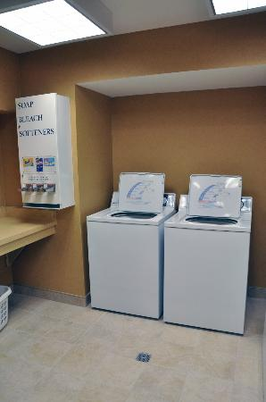 Comfort Inn & Suites: Free Guest Laundry