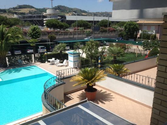 Hotel Domingo: vista piscina e parchetto