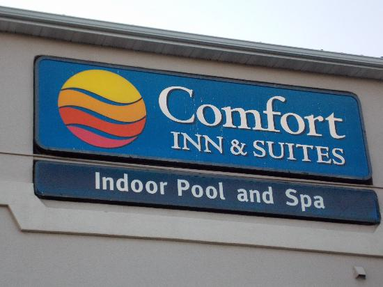 Comfort Inn & Suites Alameda at Albuquerque Balloon Fiesta Park: Nice sign to lead our way! Very visible from I-25