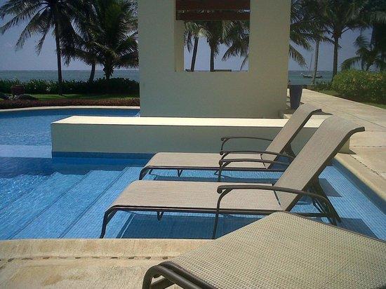 The Phoenix Resort: Poolside