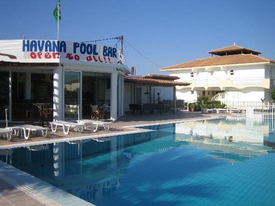 Havana Studios and Apartments, Pool and Bar