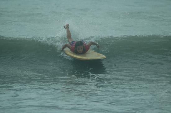 Agua Vida Surf: Pavones/Left over beginners surf camp.