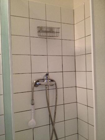 Hotel du Lys: doccia da usare solo tenendola in mano