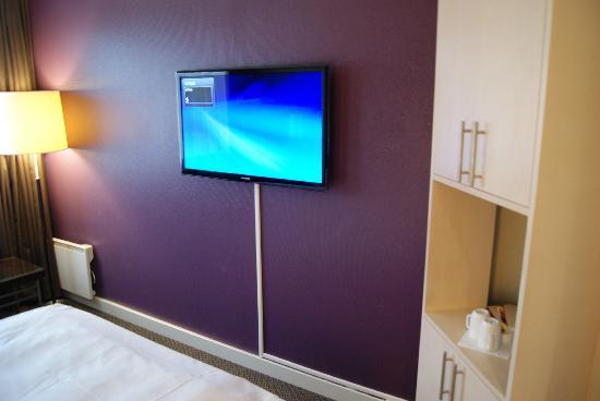 Thon Hotel Triaden: Der Fernseher mit der obligatorischen Begrüssung
