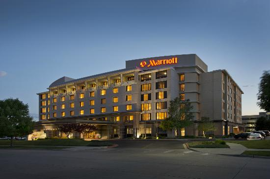 Denver Airport Marriott at Gateway Park: External Twilight Photo
