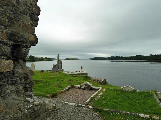 Donegal Town, Ireland: Blick auf die Donegal Bay vom Friedhof aus